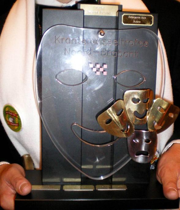 Deze trofee staat weer bijna één jaar in Helmond