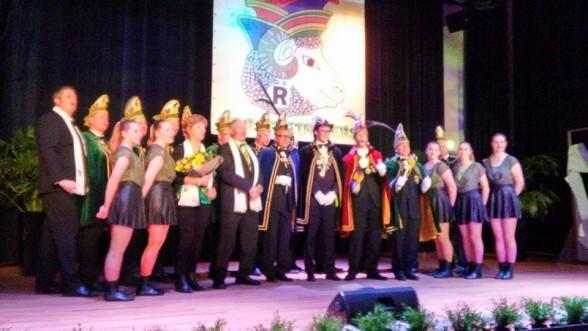 Prinsbekendmaking 2016/16 groep op podium