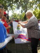 Embleem van de Rampetampers op de vlag spelden